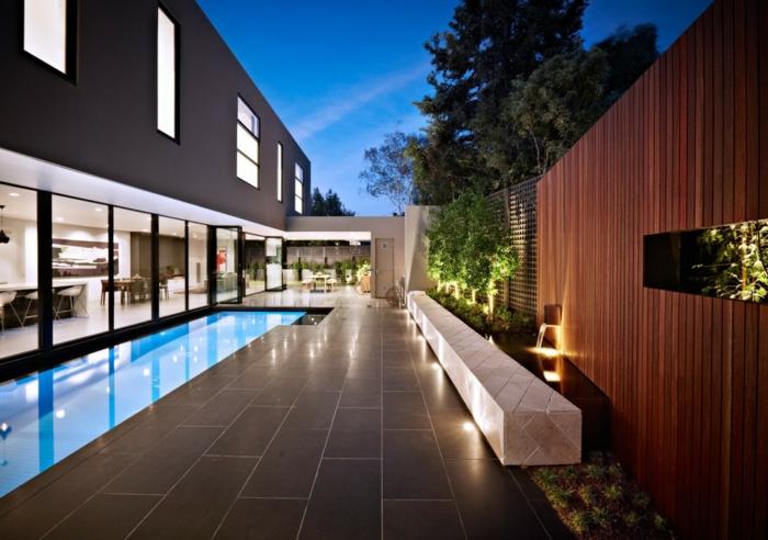 moderne wohnungen und häuser, englischer stil von einrichtung und gestaltung vom wohnraum, pool im garten