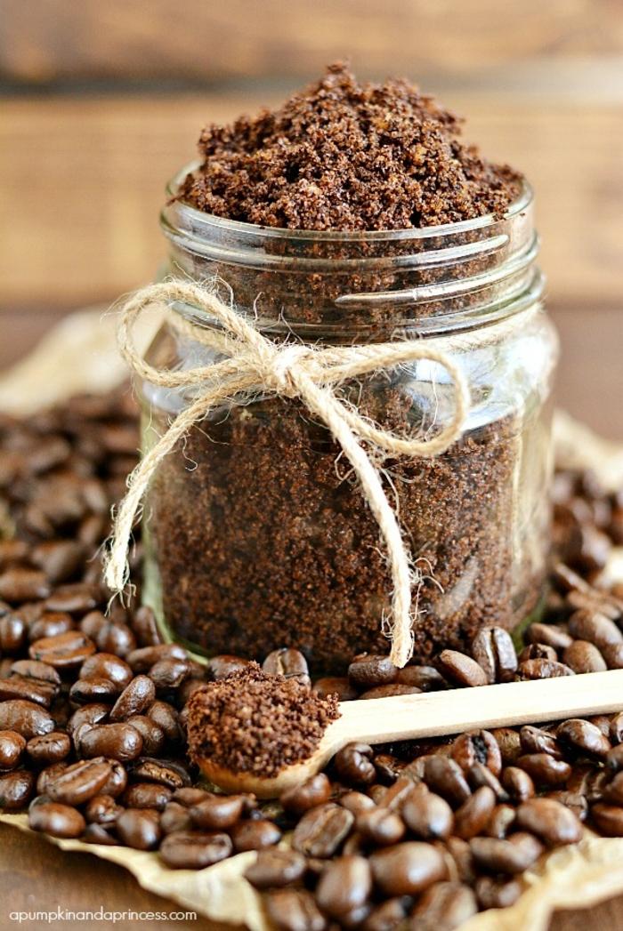 gesichtspeeling ideen mit kaffee, natürlicher antioxidant, antioxidanzien, schleife.kaffeebohnen.scrub in einmachglas
