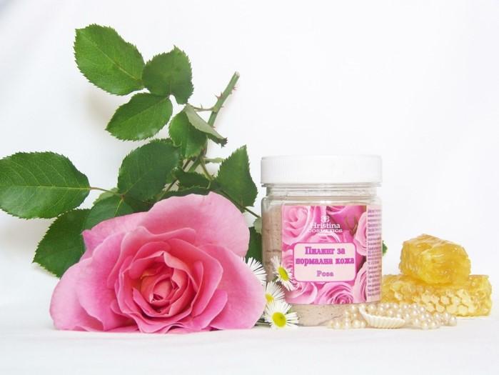 gesichtspeeling ideen zum nachmachen, eine rosa rose liegt auf dem tisch, peeling in einer schachtel, honig. zutaten