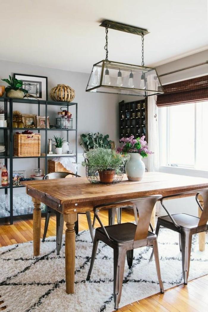 schönes esszimmer einrichten, deko ideen mit vielen elementen, blumentopf deko, glühbirne in glas verdecken