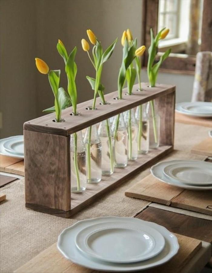 kreative vase mit platz für jede einzelne blumen, gelbe tulpen, tischdeko, moderne esszimmer, gäste empfangen