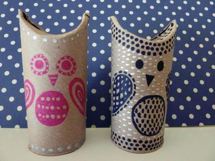 Eule Bastelvorlage, zwei Eulen in rosa und blauer Farben mit silbernen Flecken dekoriert