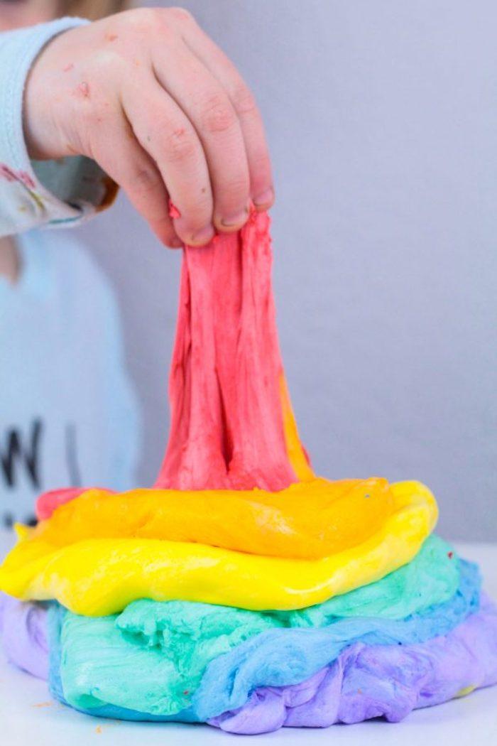 Fluffy Slime in Regenbogenfarben, Schleim ohne Kleber selbst herstellen