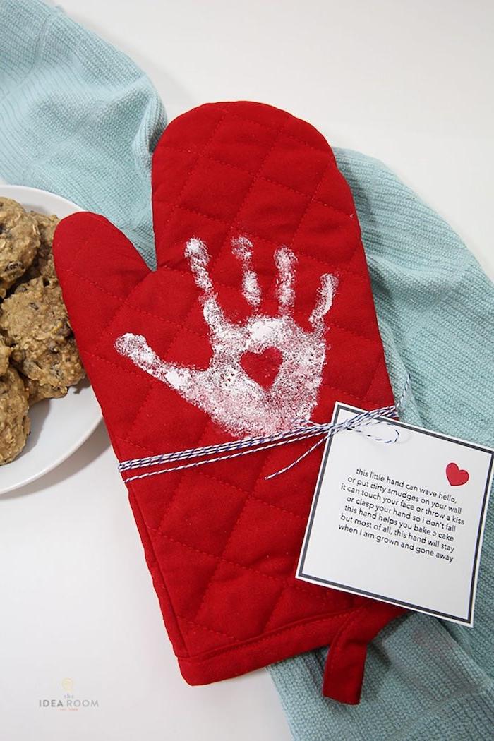 DIY Geschenk zum Muttertag, Bastelideen für Kleinkinder, mit Handabdruck