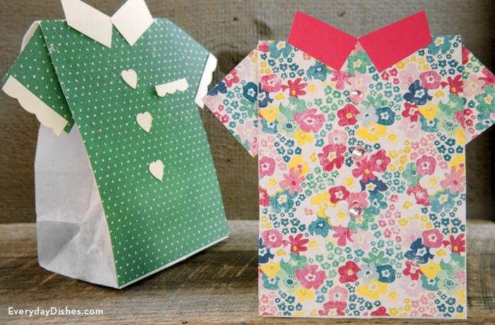 zwei Tüten wie bunte Hemden, Geschenktüte falten, sehr originelle Ideen zum Geschenk