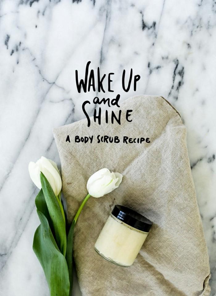 gesichtspeeling selber machen, aufwachen, scheinen und scrub machen, weiße tulpen auf einem tuch