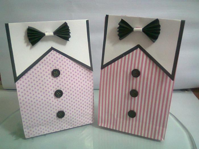 rosa Tüten, Geschenktüte falten, wie ein Kostüm mit Krawatte, ganz schön