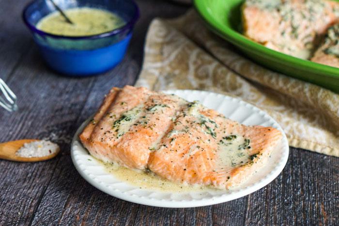 schnelle rezepte, gesund kochen, lachse mit soße, gebackener fisch, mittagessen