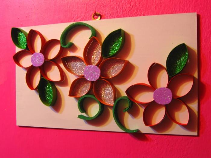 Orange Blumen, grüne Blätter mit rosa in der Mitte, Basteln mit Klopapierrollen