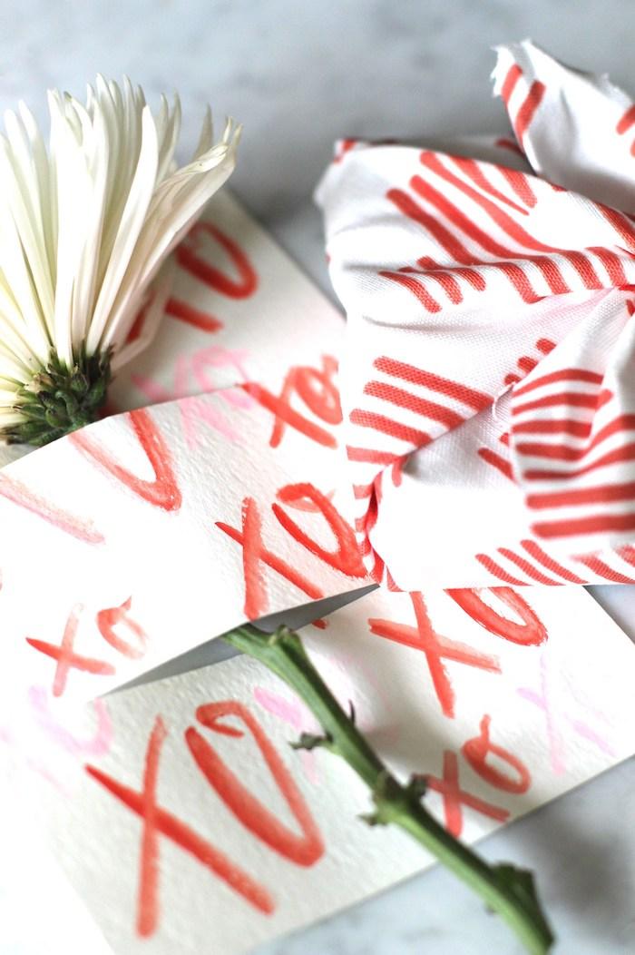 Leichte DIY Idee für selbstgemachte Glückwunschkarte, weiße Blume darin