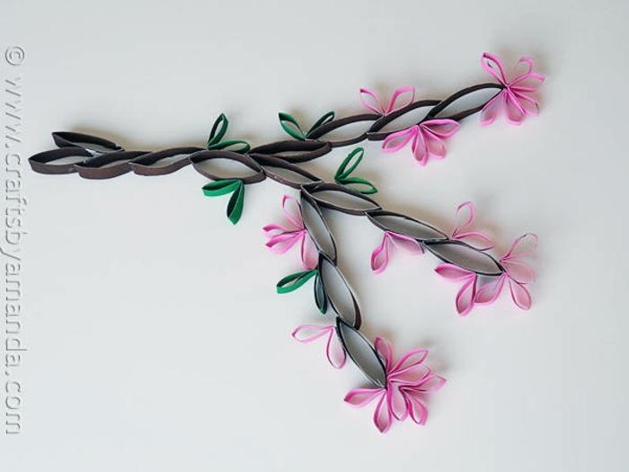 ein herrlicher Zweig mit Frühlingsblütten, Bastelideen mit Klopapierrollen