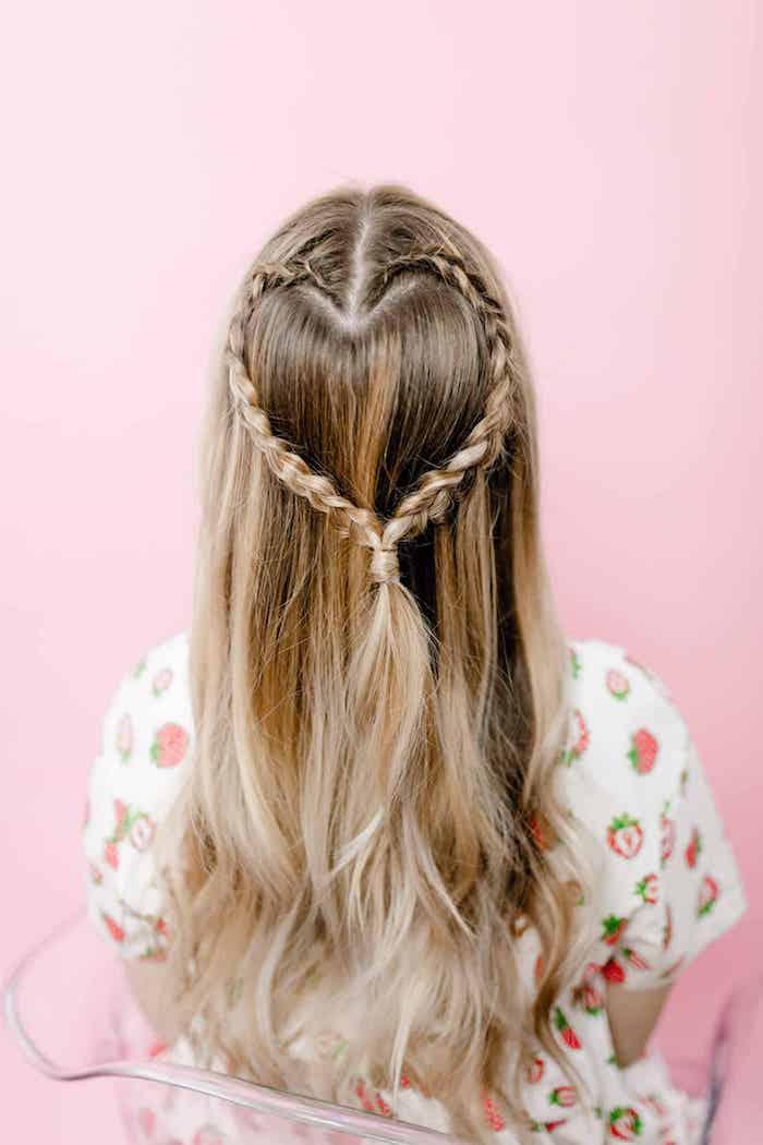 Zopf Herz, originelle Frisur für den Abiball, lange blonde Haare, natürliche Wellen