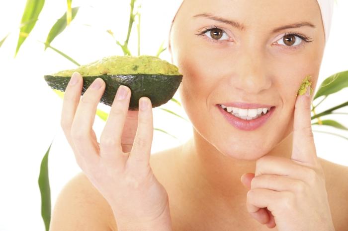 körperpeeling selber machen mit avocado, honig, soda, mehl und anderen zutaten