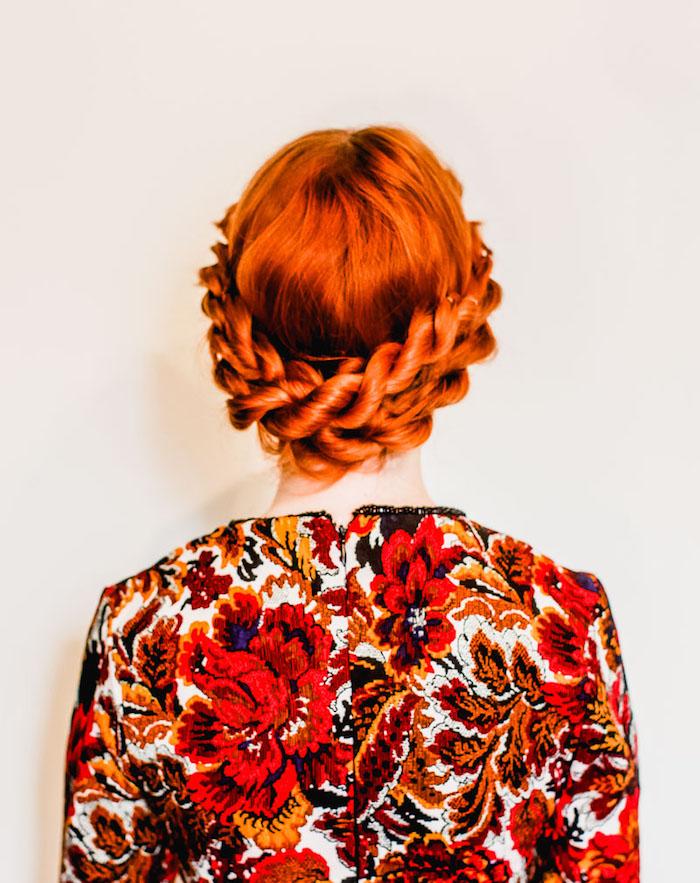 Zopfkranz für lange Haare, Idee für Abiball Frisur zum Nachstylen, Top mit Blumenmuster