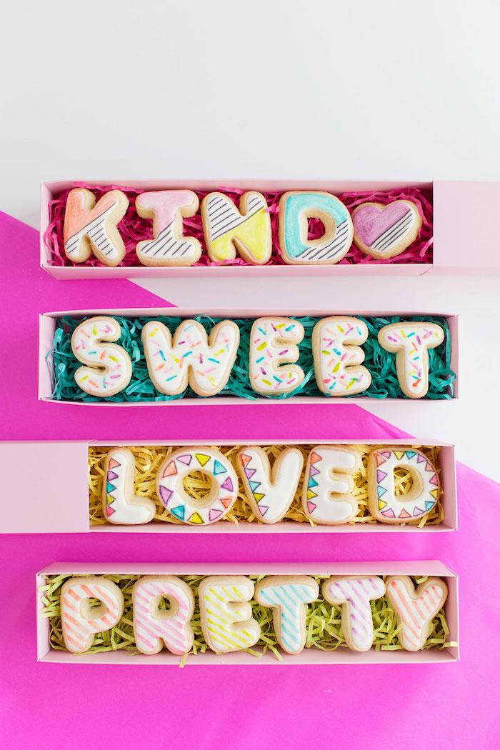 Kekse in Form von Buchstaben selber vorbereiten, süße Überraschung