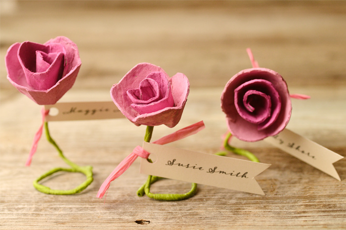 Kleine Rosen aus Papier basteln, mit personalisierten Botschaften, Idee für kleine DIY Geschenke