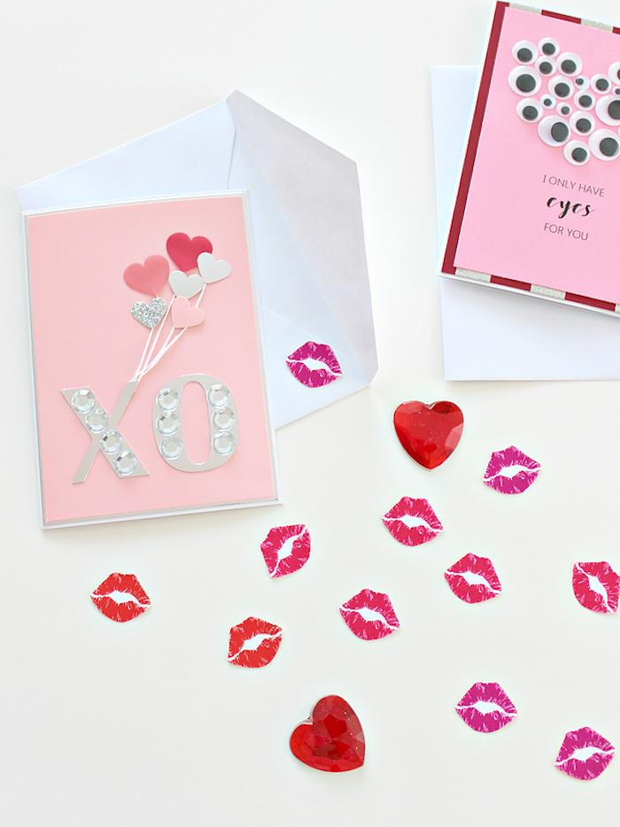 Glückwunschkarte selbst gestalten, mit Perlen dekorieren, kleine Herzen und Küsse
