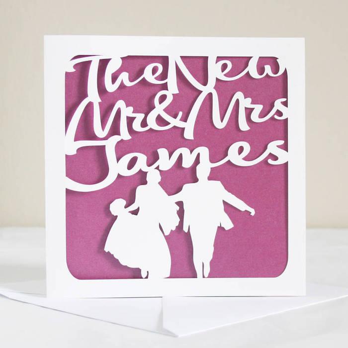 Personalisiere Hochzeitskarte selber machen, weiße Aufschrift und Figuren auf lila Grund