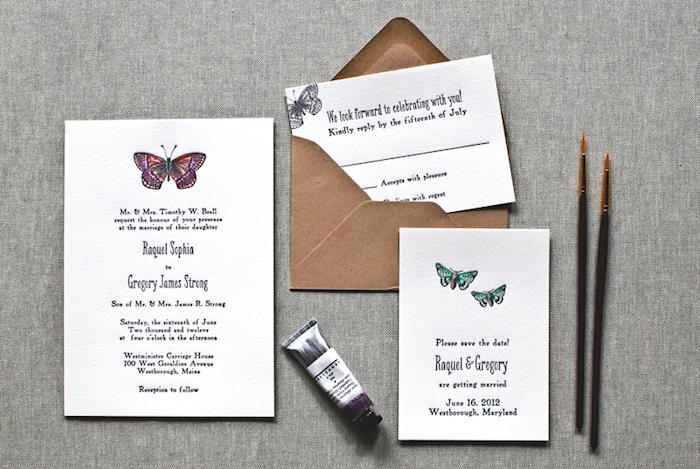 hochzeitskarten selber basteln, zwei pinsel, schmetterlinge malen, einladungskarten dekorieren