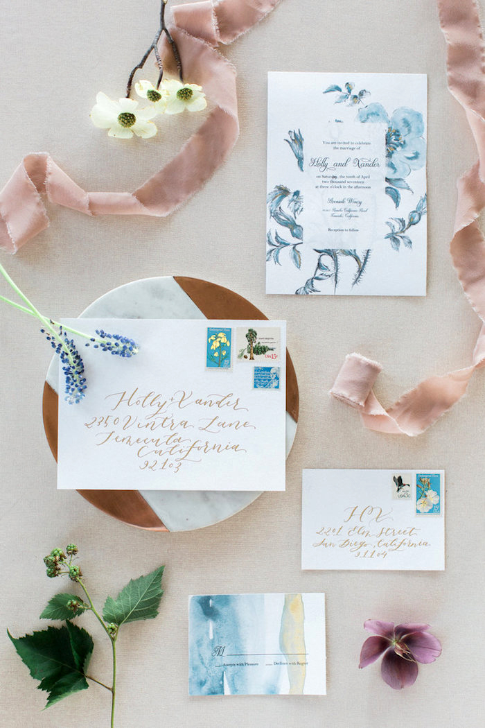 hochzeitskarten selber basteln, einladungskarten mit wasserfarben dekorieren, blumen