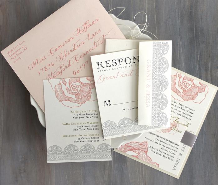 hochzeitskarten vintage, romantische einladungskarten in creme und rose für hochzeit im retro stil