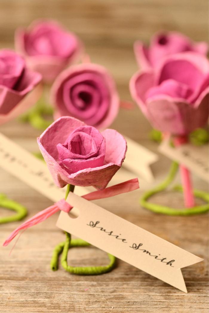 Blume aus Papier basteln, rosafarbene Rose, mit personalisierter Botschaft