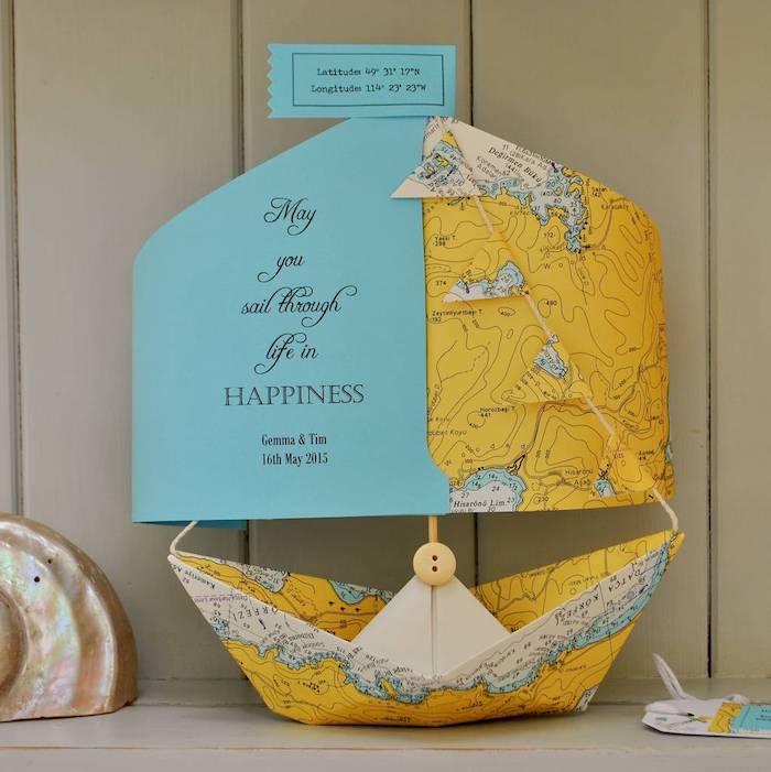 Kreative Idee für DIY Hochzeitskarte, Papierboot falten, personalisierte Karte