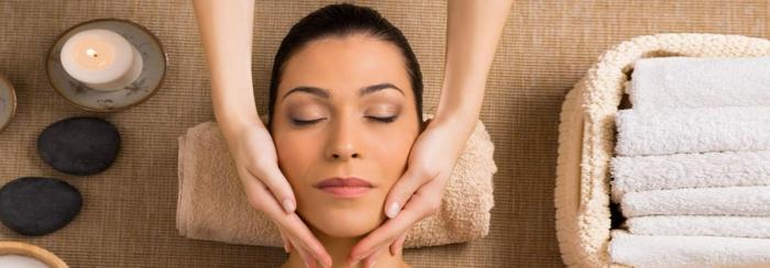peeling gesicht und massage mit ölen und creme danach, lassen sie sich verwöhnen, schöne wellness erlebnisse