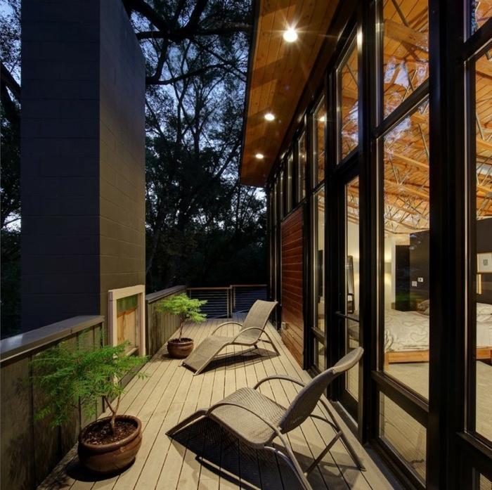 balkon ideen für einen raum, der lang und eng ist, liegestühle, schöne beleuchtung, abendbild
