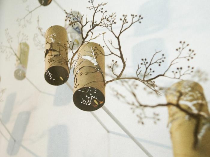 Zweige aus Toilettenpapierrollen basteln, ganz prezis ausschneiden
