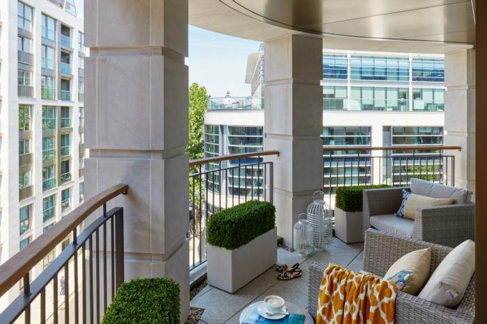 schmalen balkon gestalten, busche, sessel, sofa, busche, dekorationen und einrichtung wohnen in der stadt