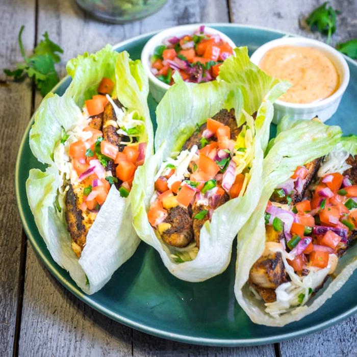krautblätter gefüllt mit fleisch und gemüsen, tomaten, leichte sommergerichte, kalorienarme tacos