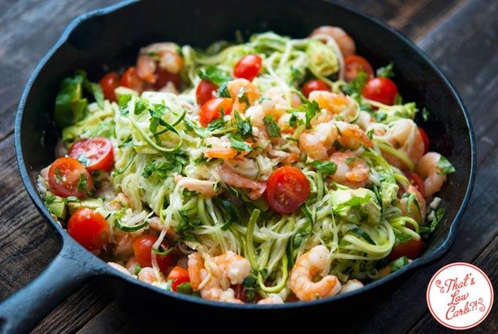 pfane, zucchinni mit garnelen und cherry tomaten, leichte sommergerichte, schnelles abendessen