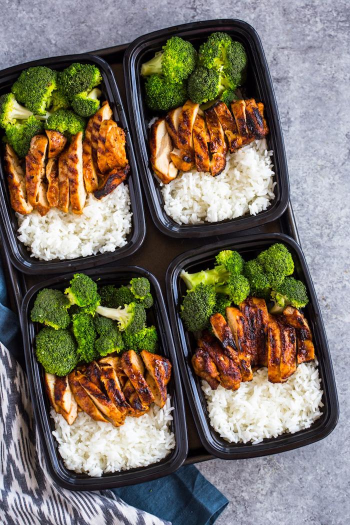 rezepte mit wenig kalorien, die satt machen, mittagessen zubereiten, hühnerfleisch mit reis und brokkoli