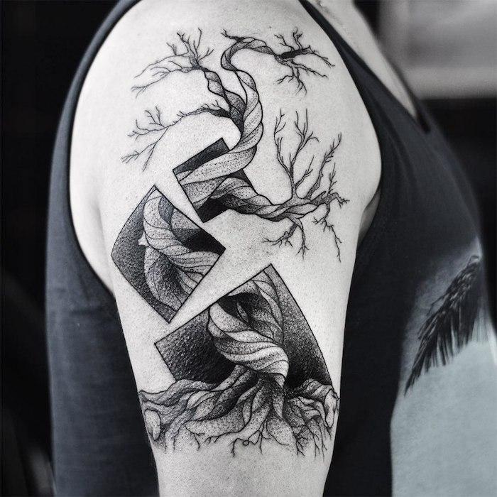 Idee für Tattoo am Oberarm, Schulter Tattoos für Männer, schwarze große Tattoo Motive