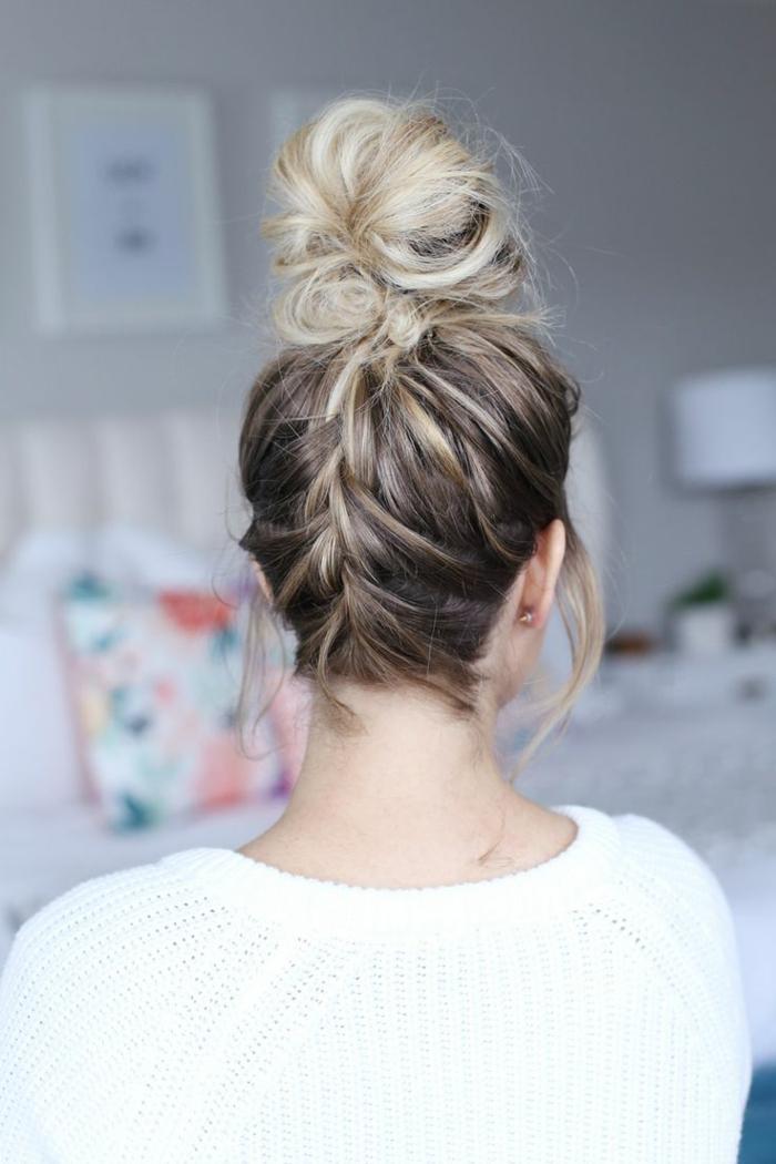 weißer Pullover, Ombre Haare, Dutt Haare mit Zopf, kleine Ohrringe