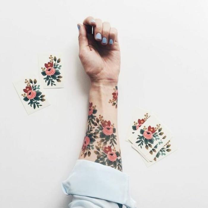 blumen und ihre bedeutung, blumetattoos mit wasserfarbe, temporäre tattoos zu besonderen anlässen, coachella mode