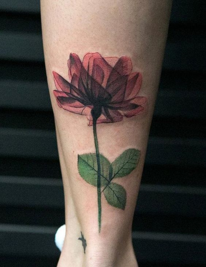 vergissmeinnicht tattoo, tattoo idee groß, rote blüte und grünes stäbchen, armtattoos