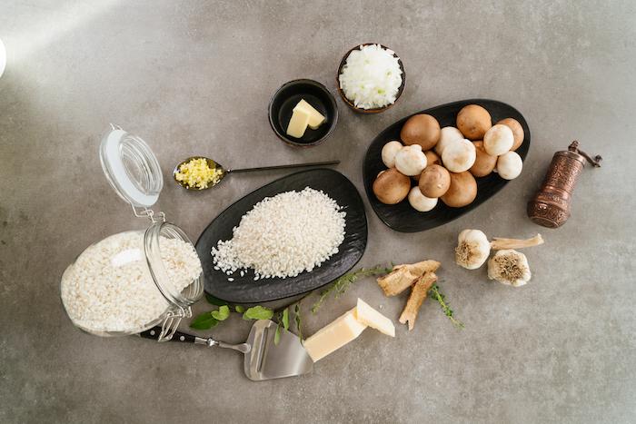 Zutaten für RIsotto Rezept, Arborio Reis, gemischte Pilze, Knoblauch und Schalotte, Butter und Parmesan