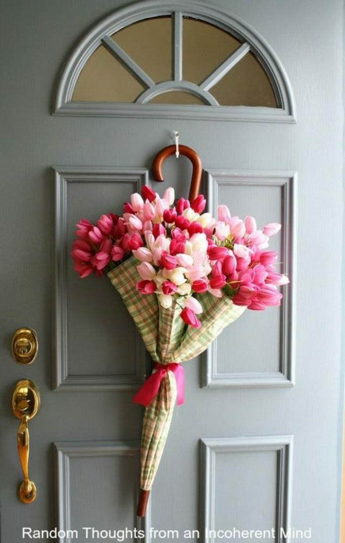 tischdekoration selber machen, viele bunte tulpen in form von einem regenschirm gestalten, kreative idee