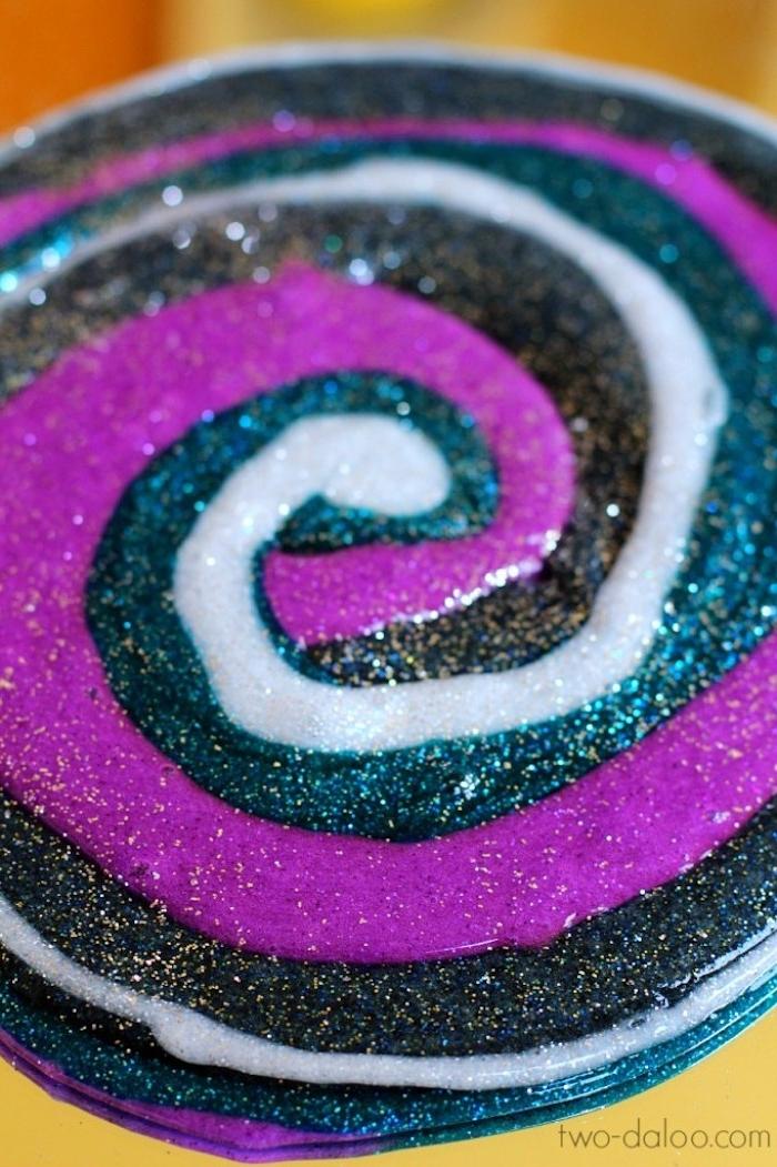 Schleim mit Glitter selbst herstellen, drei Farben, Weiß Schwarz und Violett