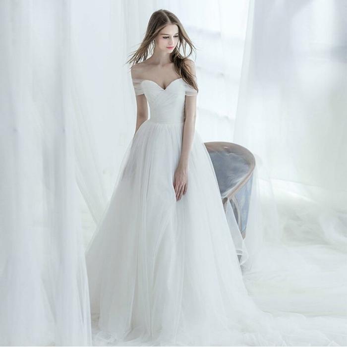 herzförmiger Ausschnitt, Spitzen Ärmel, Brautkleid vintage schlicht