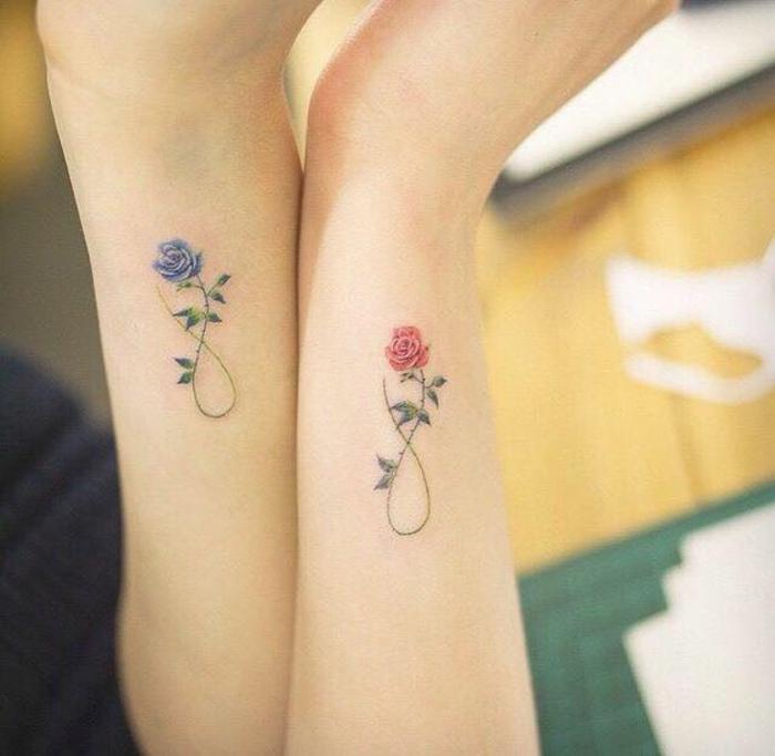 tattoo orchidee oder rose, partnertattoos mit rosen, blaue rose für mann und rote für frau, symbol der ewigkeit, liebe und tattoos