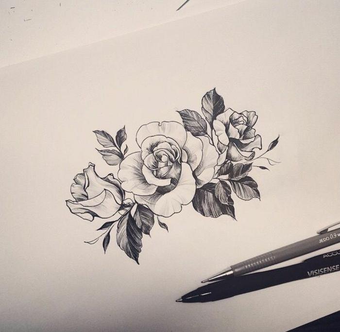 tattoos frauen schulter, die vorlage, die am schulter gemacht wird, rosen, symbol für schönheit, stärke und liebe