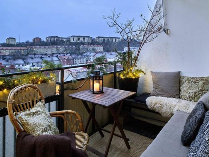 bild zum sonnenuntergang, kleinen balkon gestalten, licht ideen sessel, sofas, aussicht über die stadt