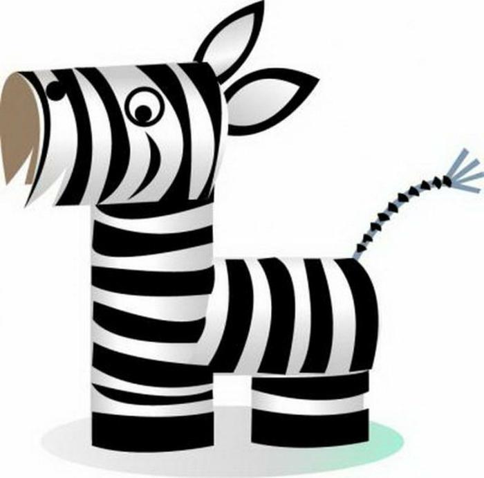 was kann man aus Klopapierrollen machen, ein Zebra aus vier Klorollen
