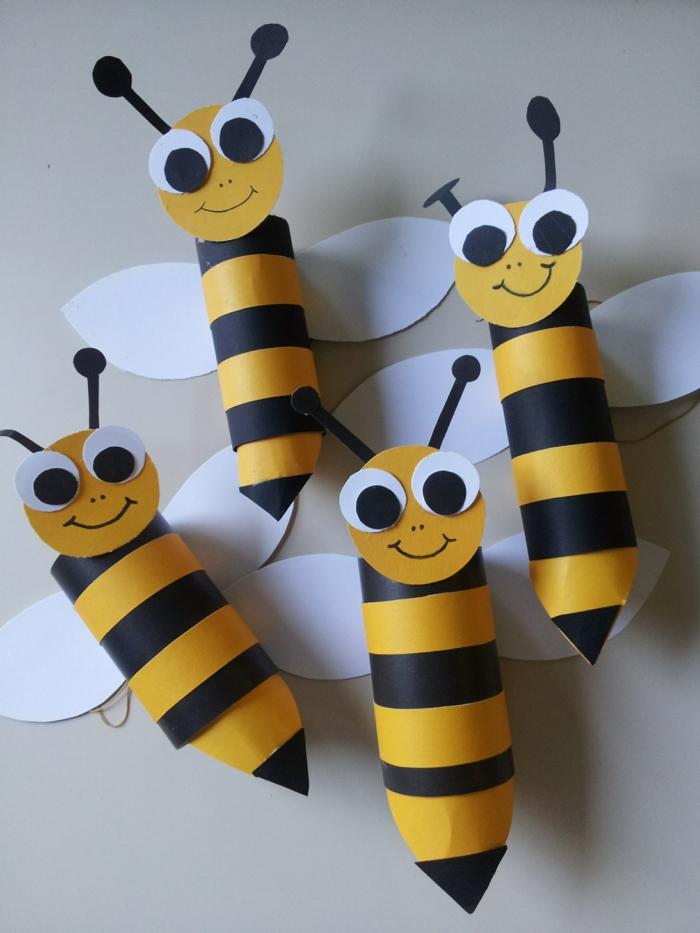 vier süße Biene, gelbe und schwarze Bienen mit große Augen, Klopapierrollen basteln mit Kindern