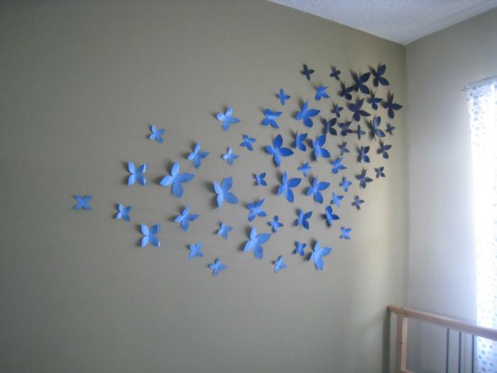 eine Menge blaue und schwarze Schmetterlinge, Deko für Babyzimmer, Klopapierrollen basteln mit Kindern