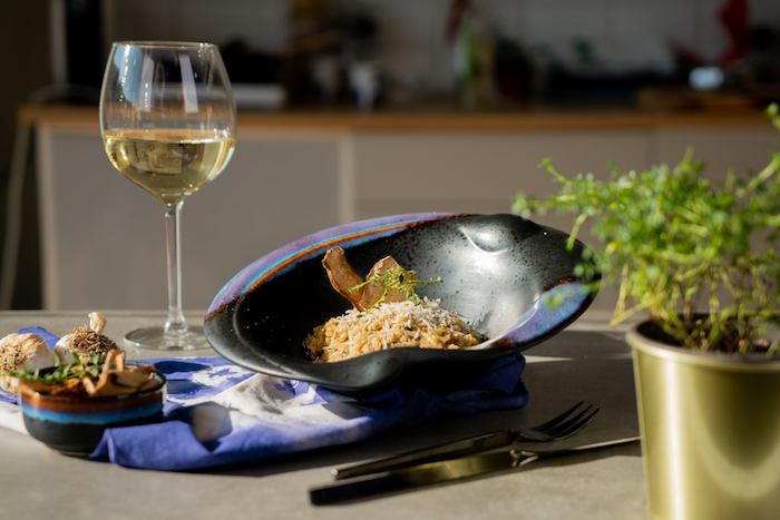 Schnelles vegetarisches Rezept, Risotto mit Trockenpilzen, frischem Thymian und Parmesan
