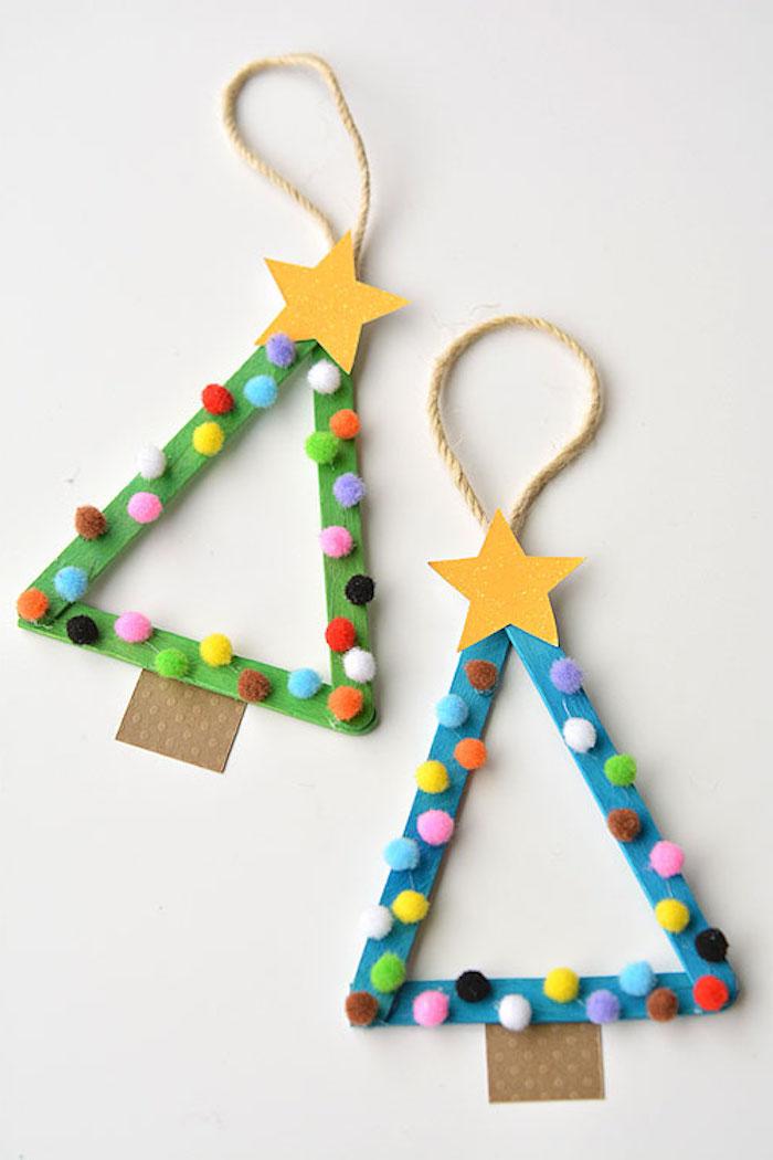 Weihnachtsdeko mit Kleinkindern basteln, Christbäumchen aus Holzstäbchen und Pompons